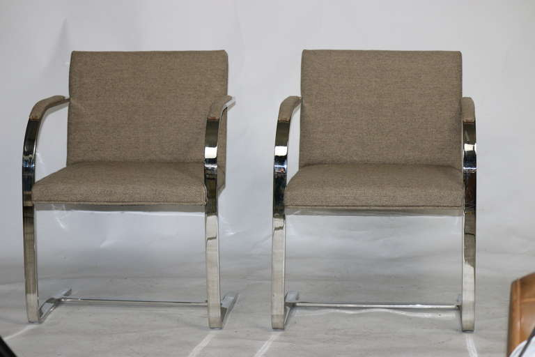 Pair Mies 'Brno' Arm Chairs Flat Bar-Harris Tweed Fabric-Brueton Labels In Excellent Condition For Sale In West Palm Beach, FL