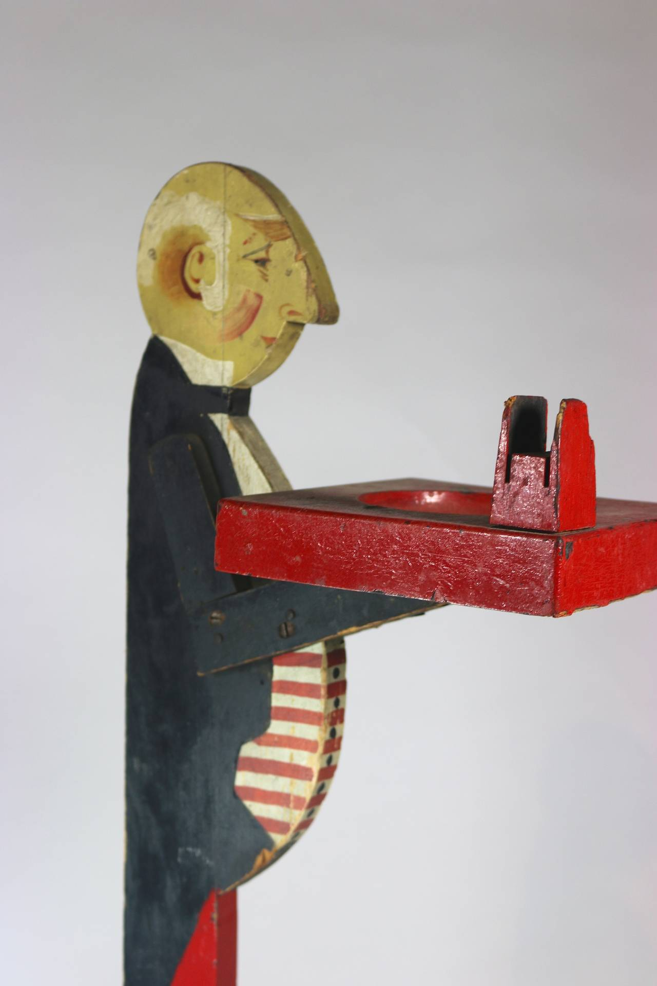 Americana Folk Art Painted Wood Butler Smoking Stand with Tray In Good Condition For Sale In West Palm Beach, FL