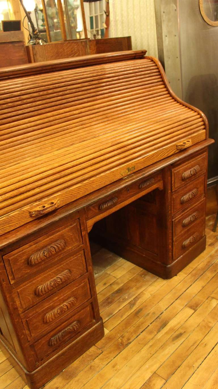 Antique Oak Roll Top Desk with Raised Panels; S-Roll Style In Excellent Condition For Sale In New York, NY