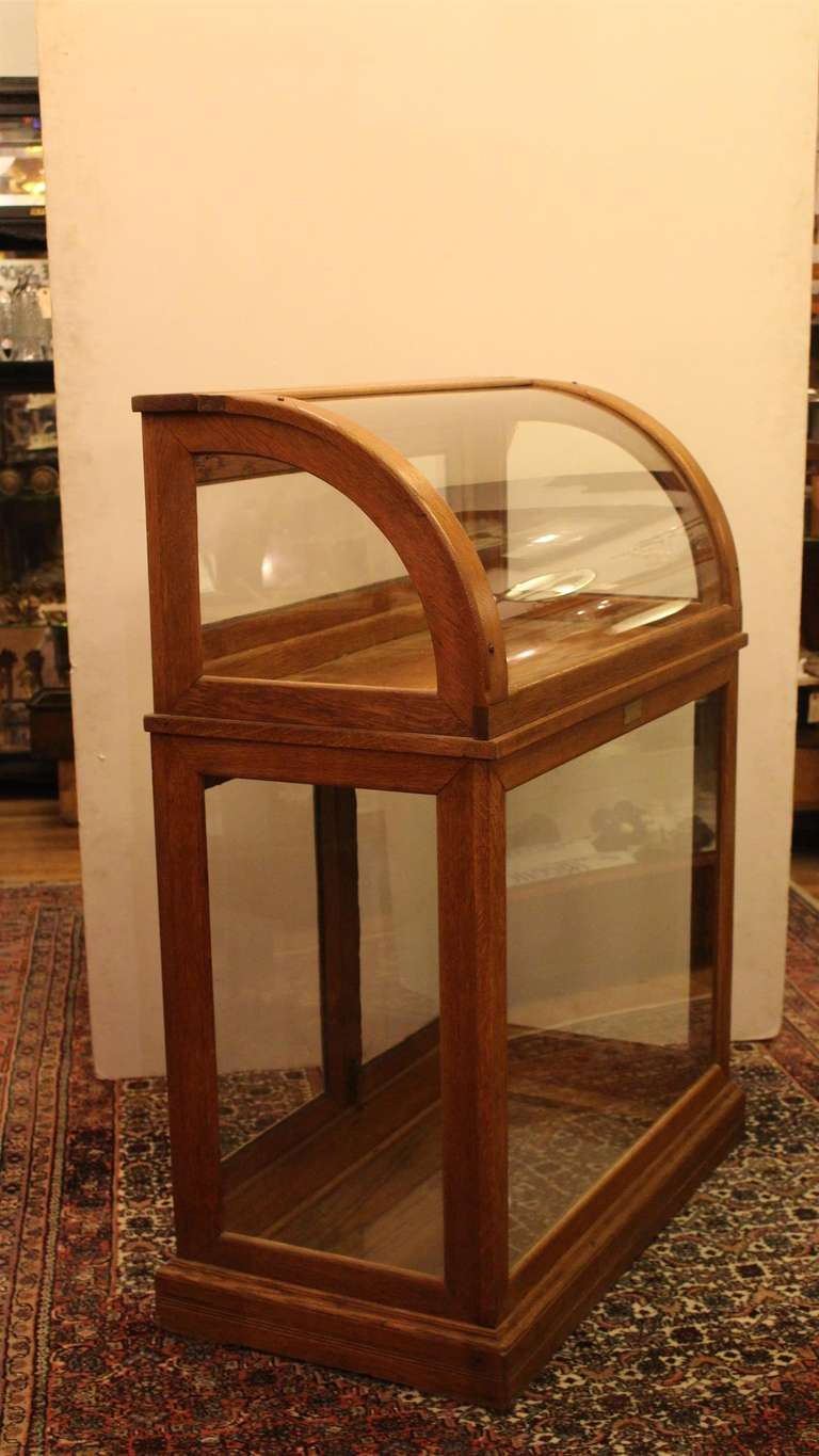 Antique Oak Display Case With One Shelf And Curved Glass