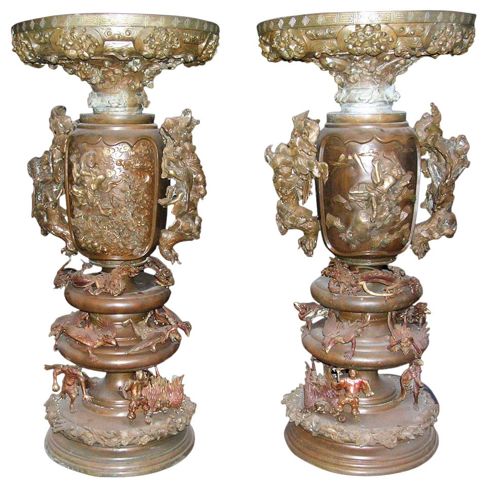 1880s Pair of Bronze Japanese Urns