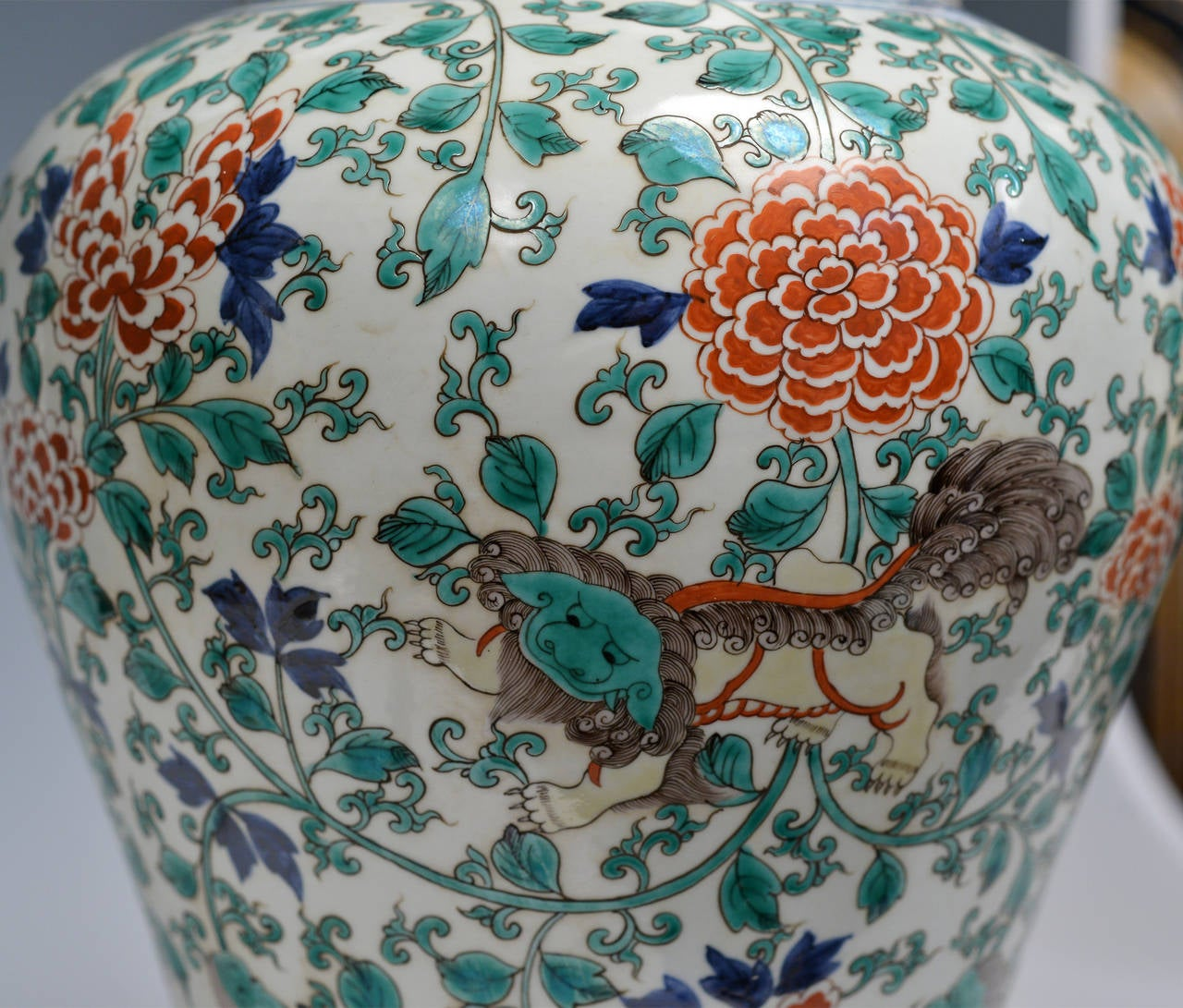 Pair of Fine Painted Famille Verte Porcelain Lamps In Excellent Condition For Sale In New York, NY