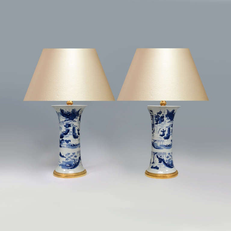 pair of blue and white porcelain lamps at 1stdibs. Black Bedroom Furniture Sets. Home Design Ideas