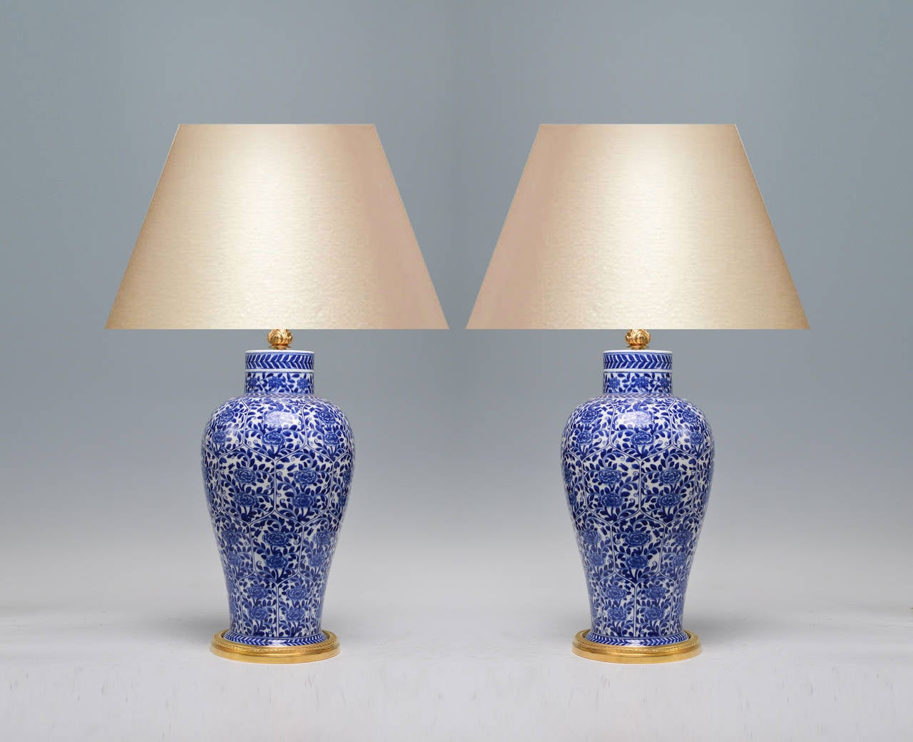 pair of blue and white porcelain lamps with gilt bronze bases image 2. Black Bedroom Furniture Sets. Home Design Ideas