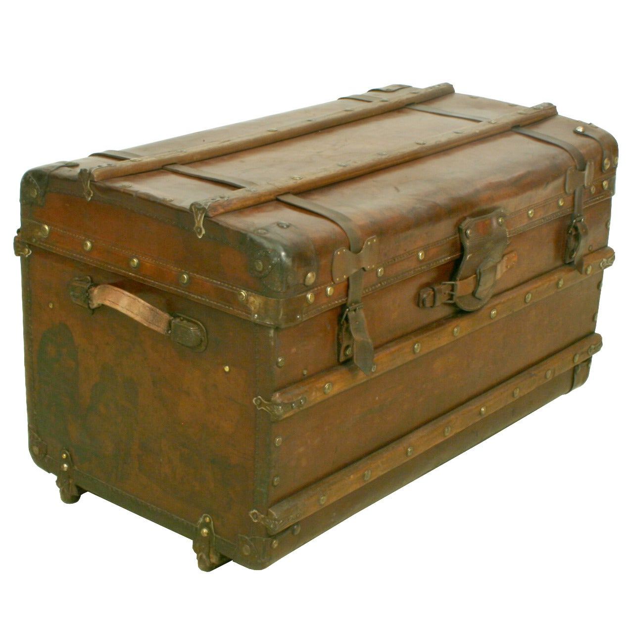 Vintage leather trunk at 1stdibs for Furniture and more