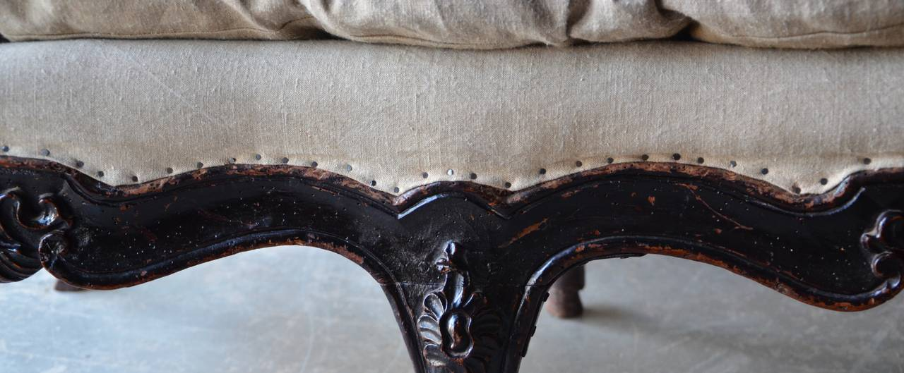 Late 18th Century 18th Century Italian Venetian Carved Walnut Divan For Sale