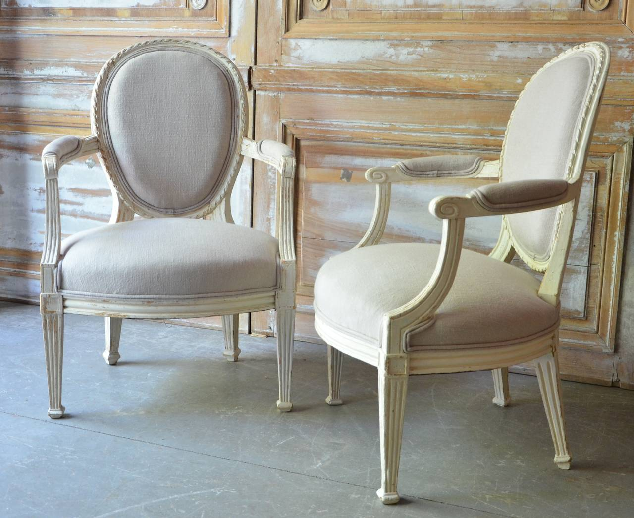 Louis XVI Pair of 19th Century Louis XV Style Painted Cabriolet Armchairs For Sale