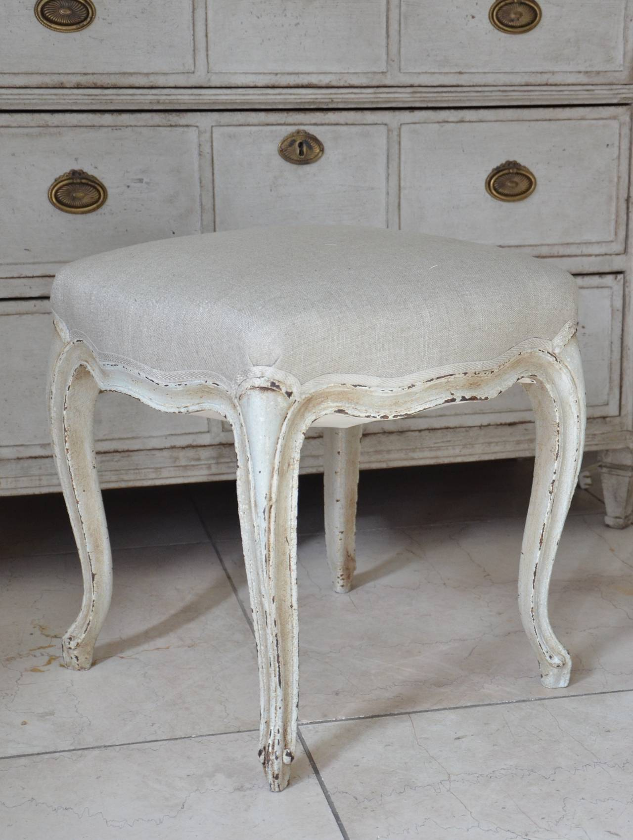 Pair of French Louis XV Style Painted Foot Stool In Good Condition For Sale In Charleston, SC