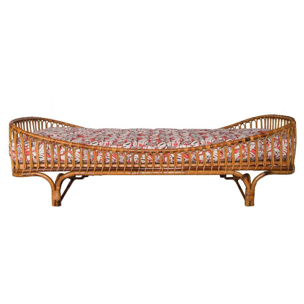 italian 1950s rattan daybed with new upholstered mattress for sale at 1stdibs. Black Bedroom Furniture Sets. Home Design Ideas