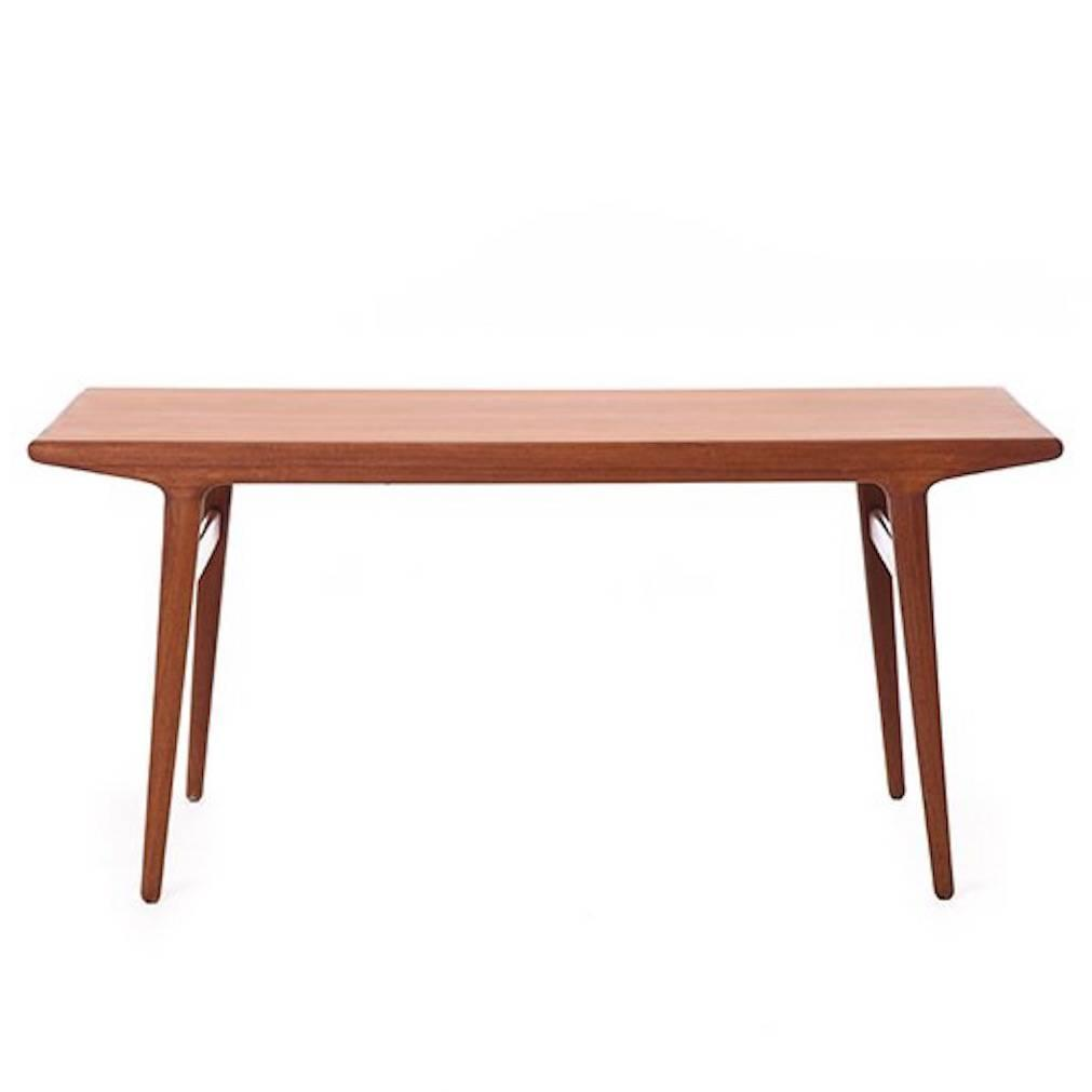 Vintage danish modern dining table at 1stdibs for Danish modern dining room table