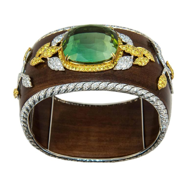 Laura Munder 76.21 Carat Green Tourmaline Wood Diamond Two-Color Gold Bracelet In Excellent Condition For Sale In West Palm Beach, FL