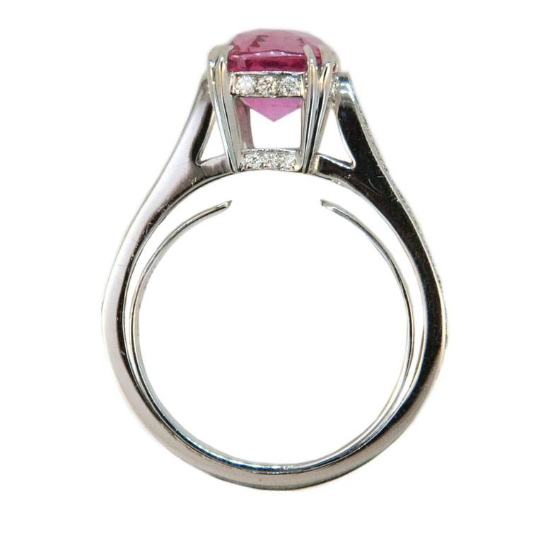 Laura Munder 3.53 Carat Cushion Cut Pink Sapphire Diamond Gold Ring  In As New Condition For Sale In West Palm Beach, FL