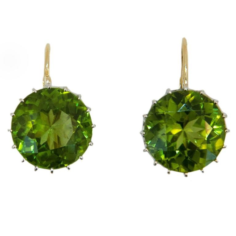 Laura Munder 13.5 millimeter Peridot Drops on a Wire Gold Earrings 1