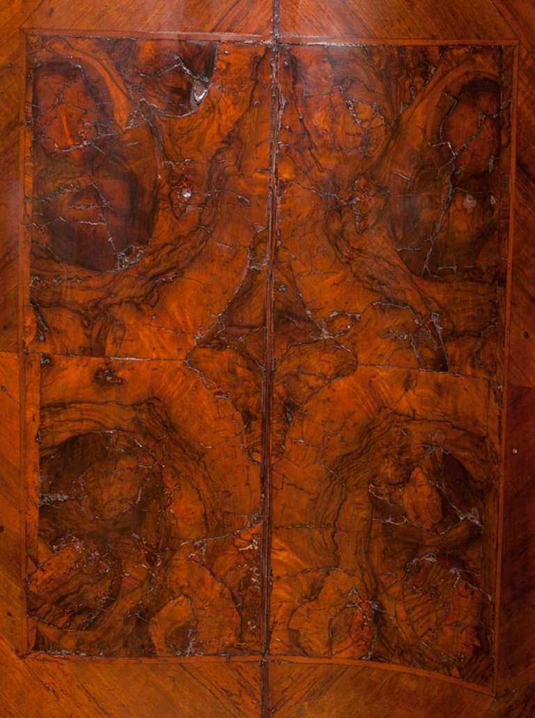 Italian Walnut Serpentine Commode, 18th Century 5