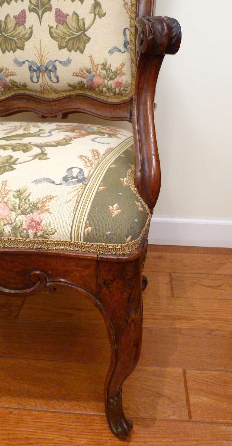 Italian Venetian Armchair, 18th Century In Excellent Condition For Sale In Stamford, CT