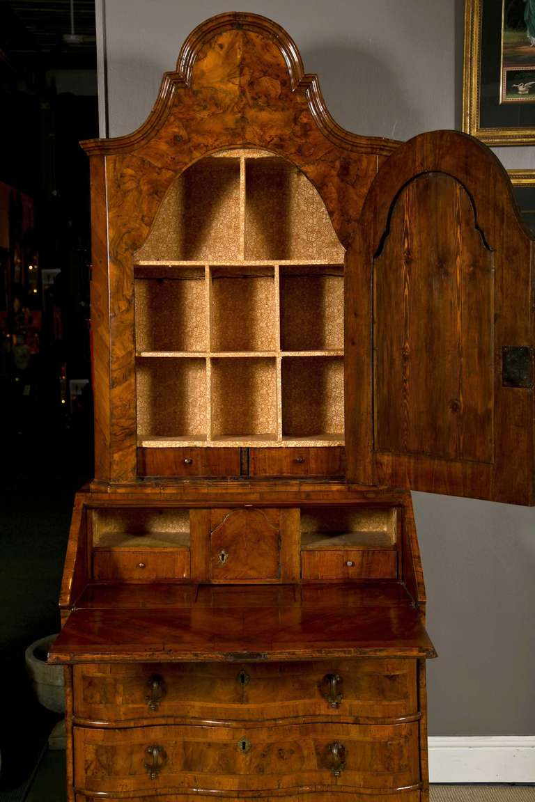 Italian Venetian Secretary, 18th Century In Excellent Condition For Sale In Stamford, CT