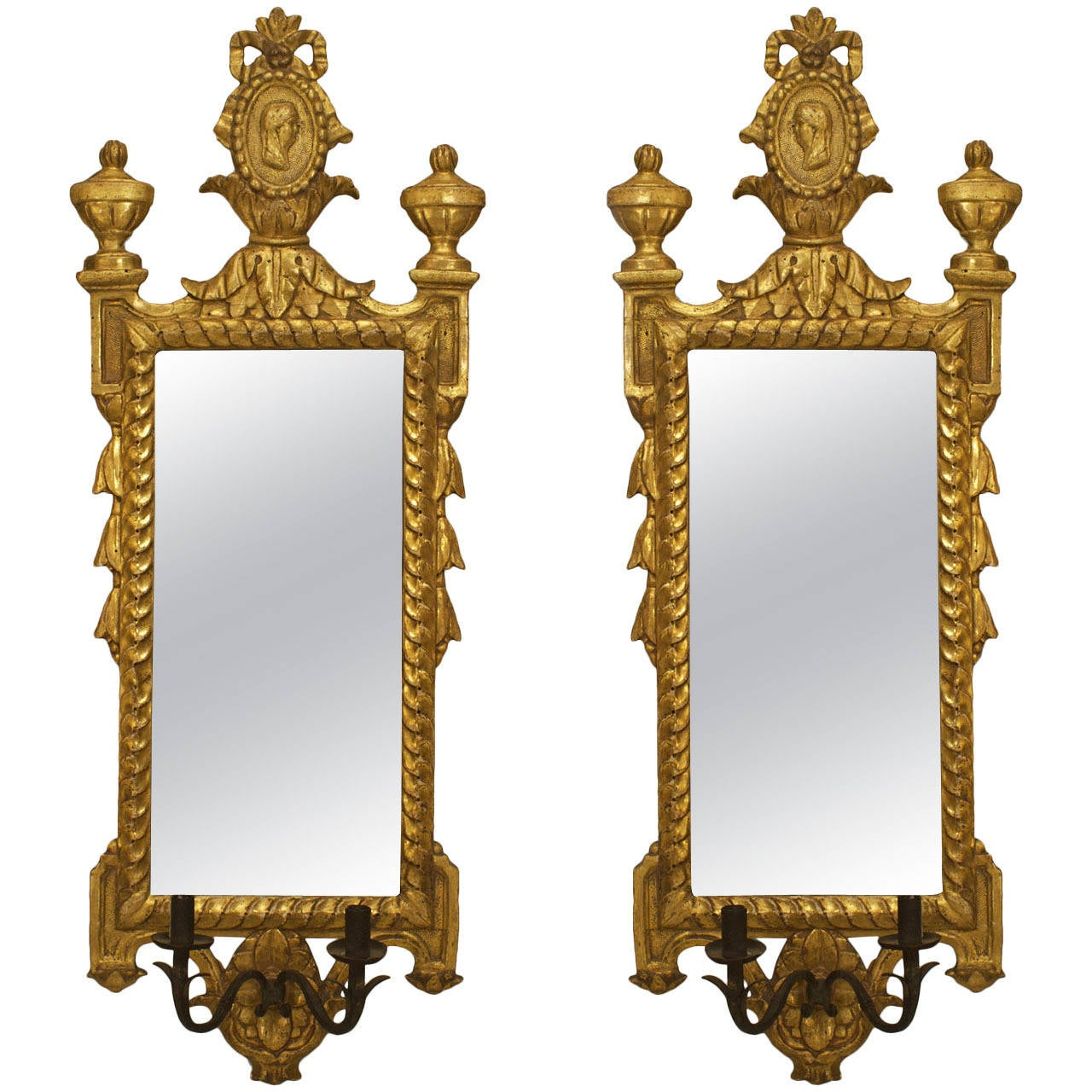 A Nicely Carved Pair Of Italian Neo Classic Gilt Wood