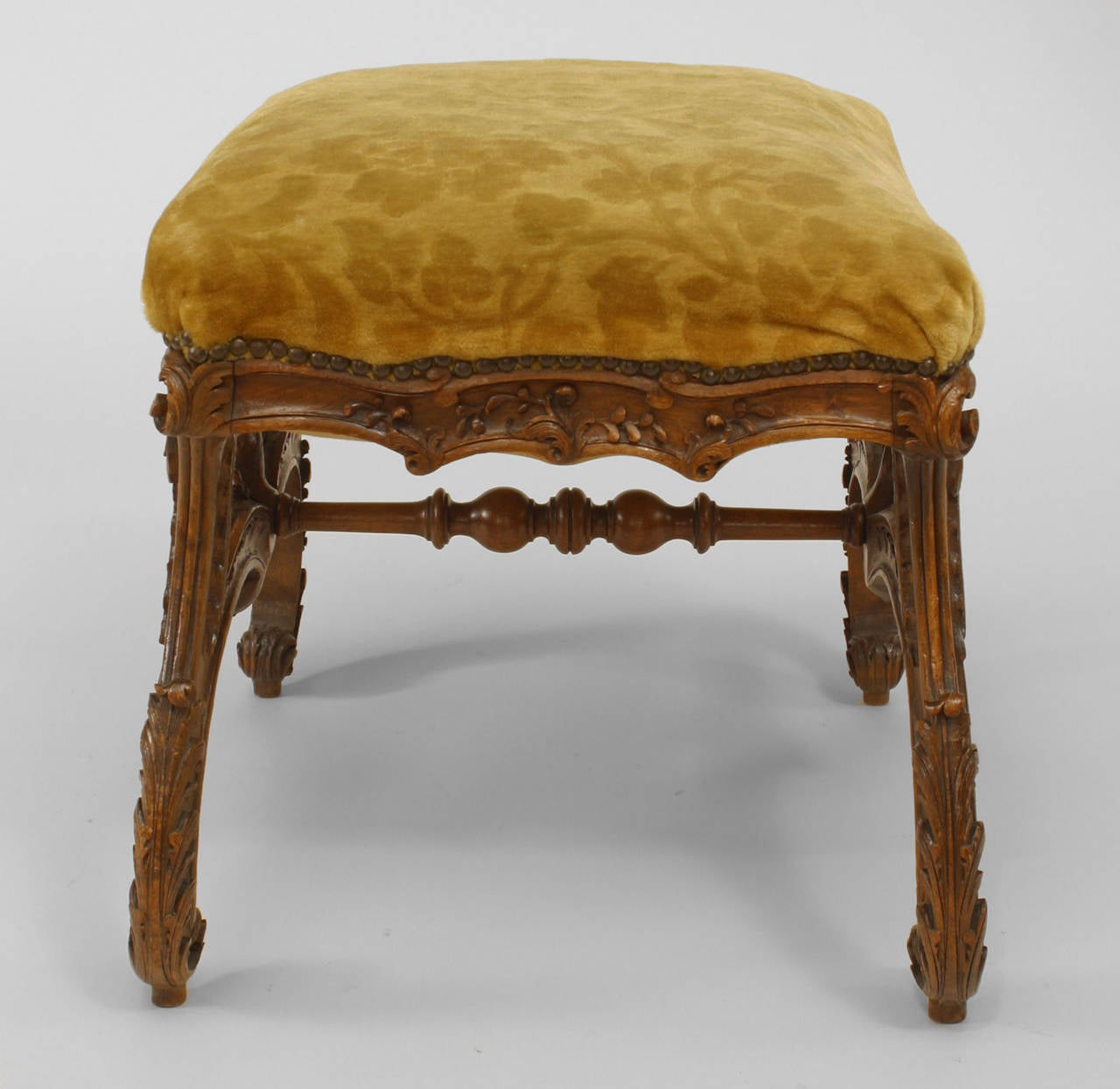 19th c. Italian Baroque Style Square Upholstered Walnut Bench In Good Condition For Sale In New York, NY