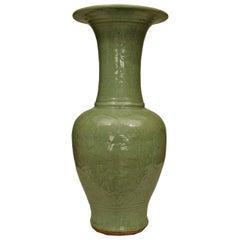 Chinese Ming Dynasty Style Yen Yen Vase