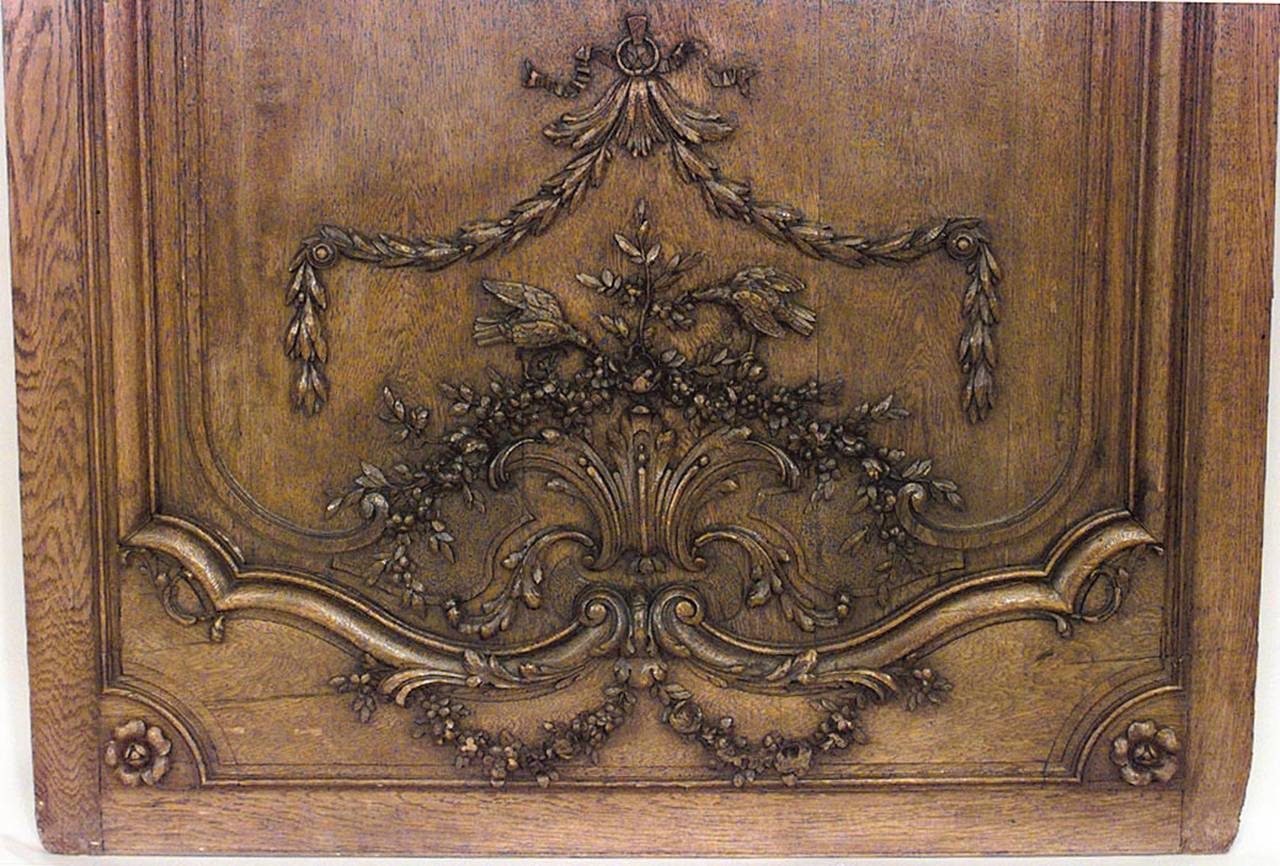 Important Set of 32 French Régence Paneled Walls with Carved Reliefs For Sale 4