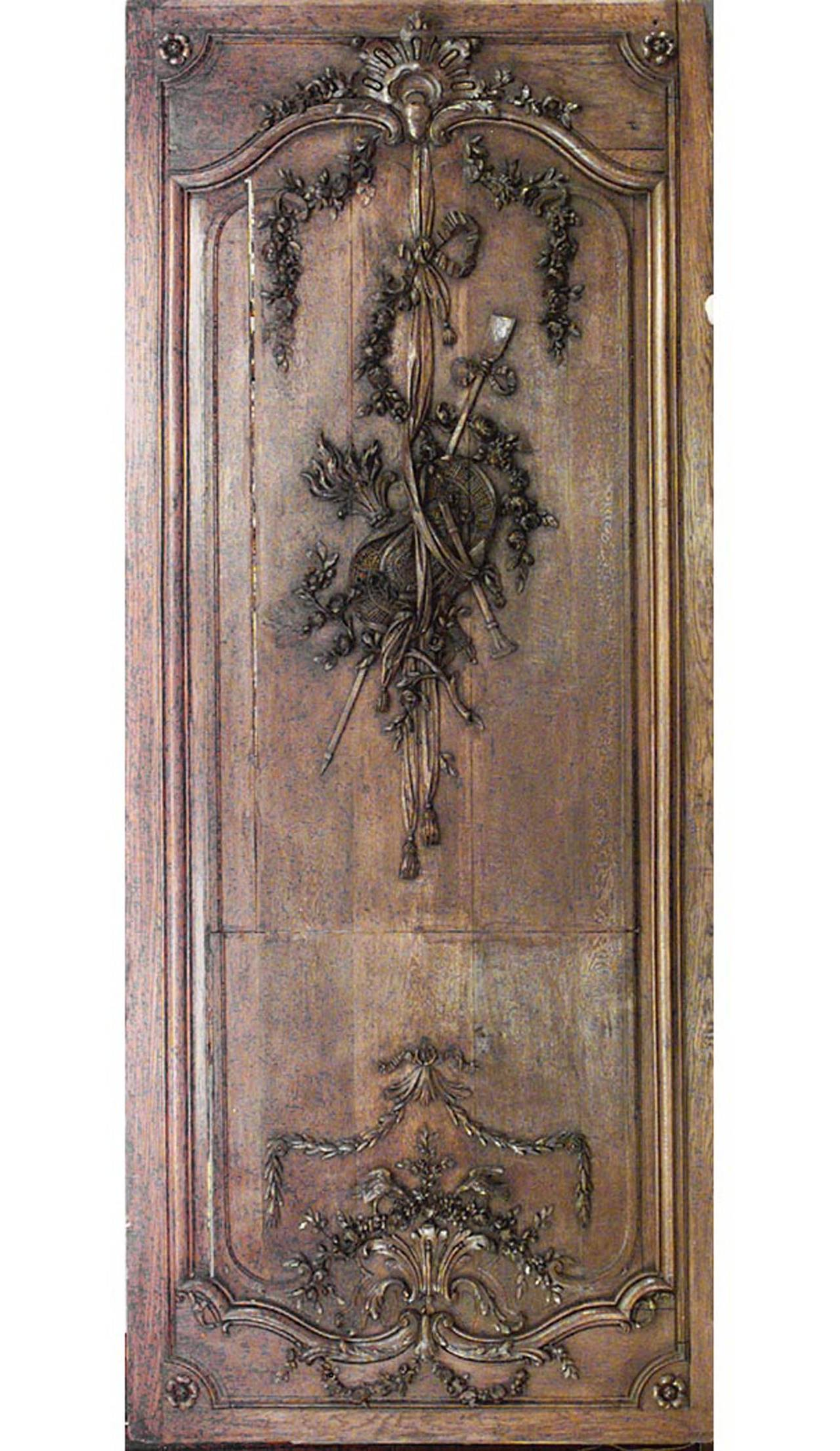Oak Important Set of 32 French Régence Paneled Walls with Carved Reliefs For Sale