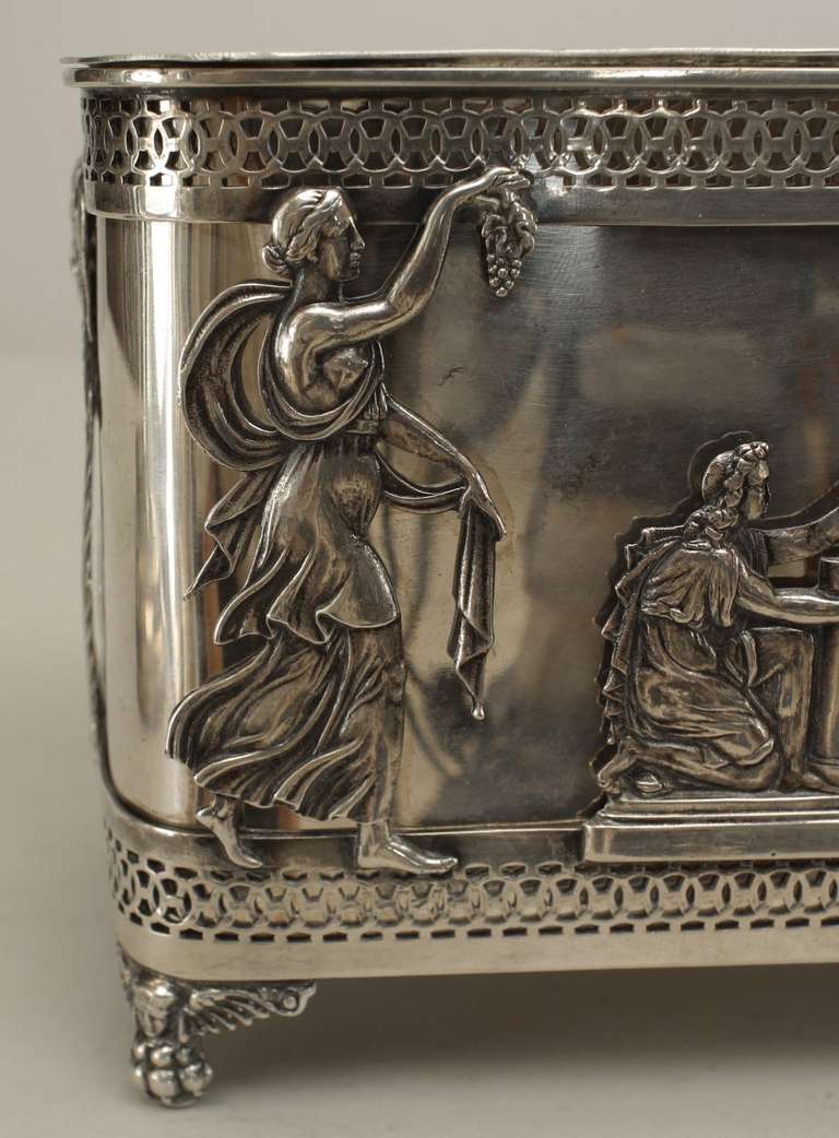 Turn of the Century German Sterling Box with Neoclassical Reliefs For Sale 2