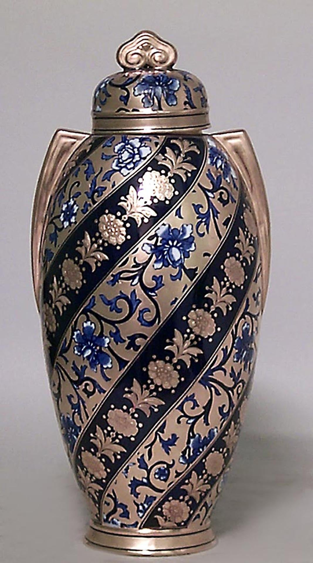 Painted Pair of 19th Century English Swirled Coalport Porcelain Vases For Sale