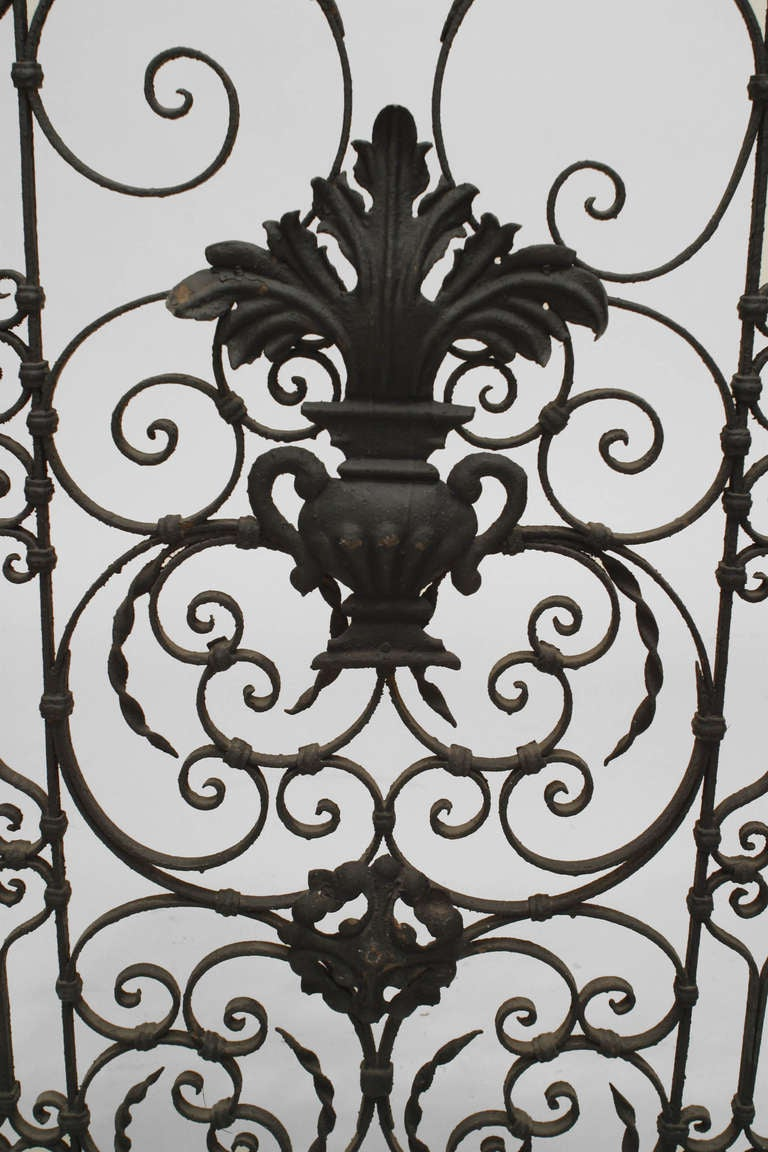 Italian Pair of 19th Century Renaissance Style Iron Gates For Sale