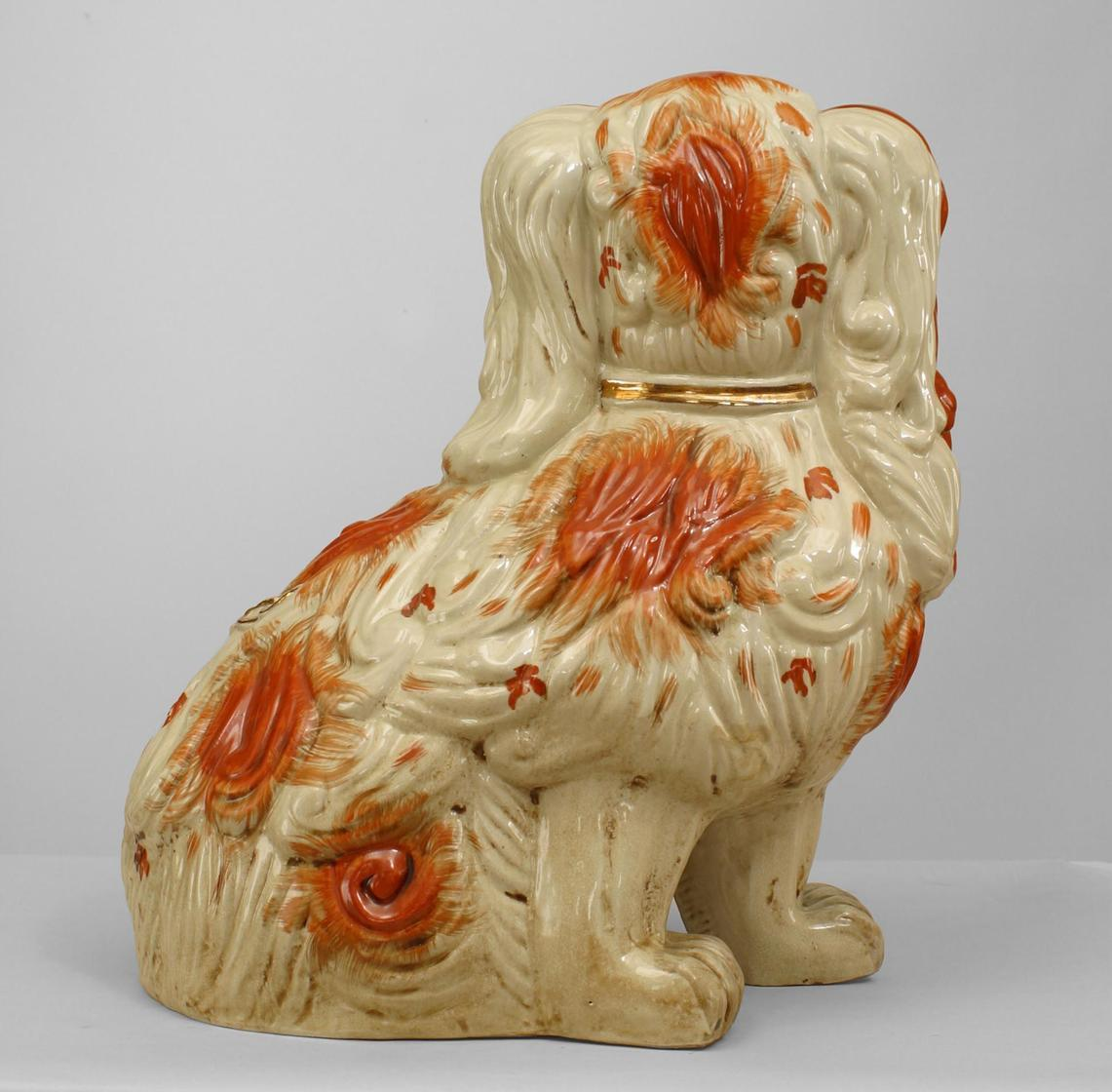 Pair of Early 20th Century English Staffordshire Spaniel Sculptures In Excellent Condition For Sale In New York, NY