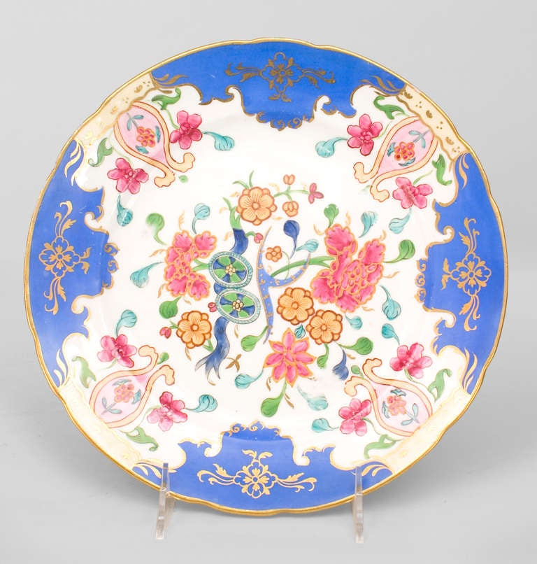 French 19th Century Gilt-Trimmed Platter Decorated with Floral Motifs For Sale