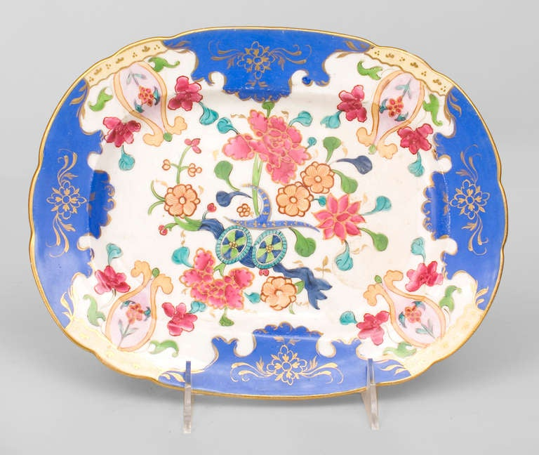 19th Century Gilt-Trimmed Platter Decorated with Floral Motifs In Good Condition For Sale In New York, NY