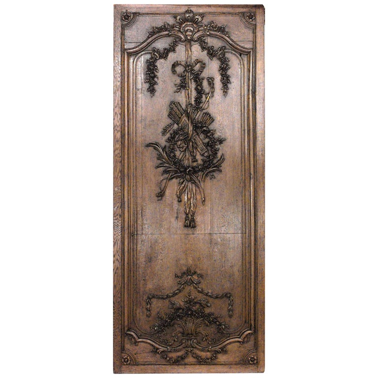 Important Set of 32 French Régence Paneled Walls with Carved Reliefs For Sale