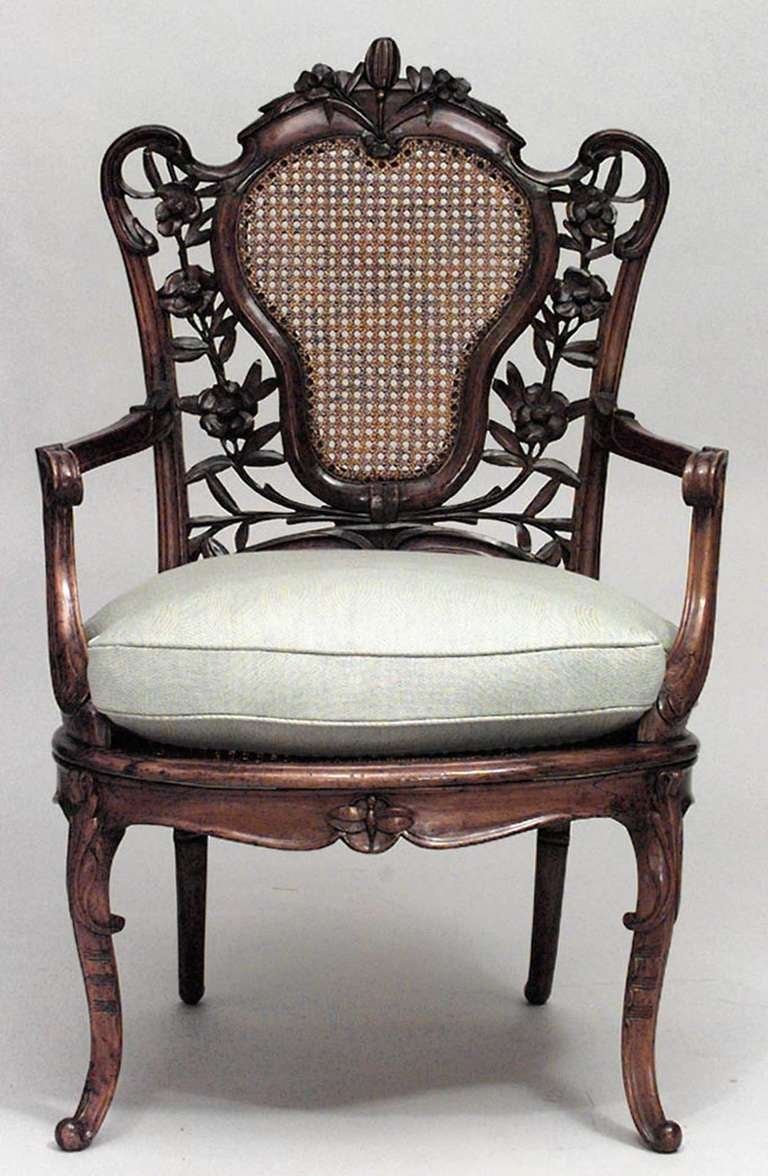 French Art Nouveau Walnut Armchair with Cushion In Excellent Condition For Sale In New York, NY