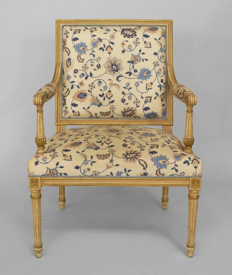20th c. Louis XVI Style Gilt-Trimmed Open Armchair In Good Condition For Sale In New York, NY