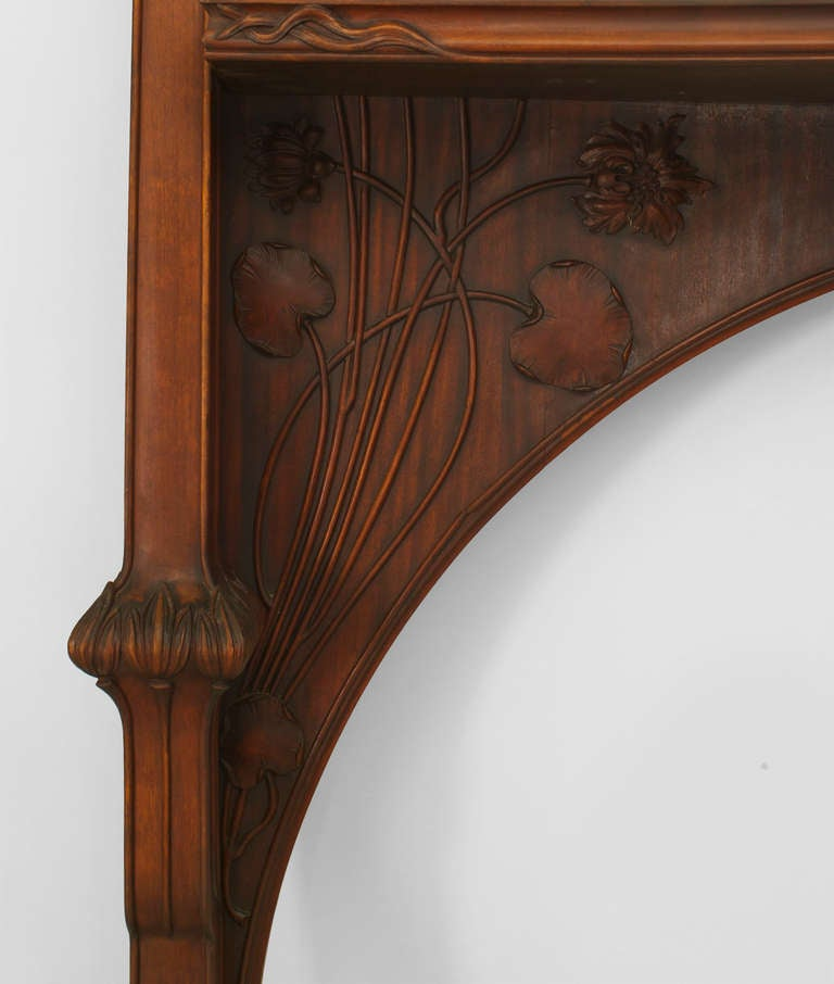 Art Nouveau Carved Mantelpiece Attributed to Majorelle In Excellent Condition For Sale In New York, NY