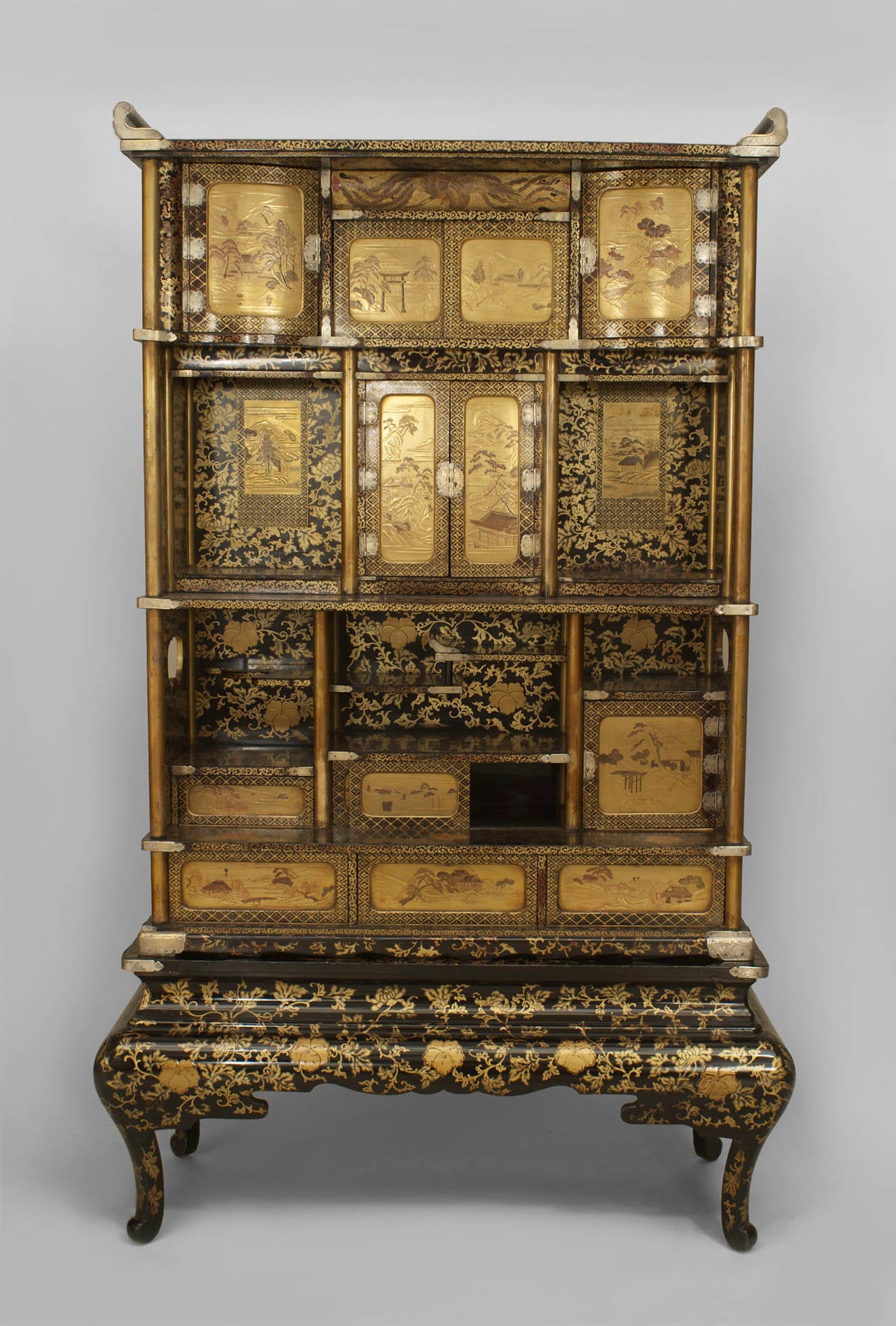 Japanese Meiji Period Black Lacquered Étagère Cabinet 2