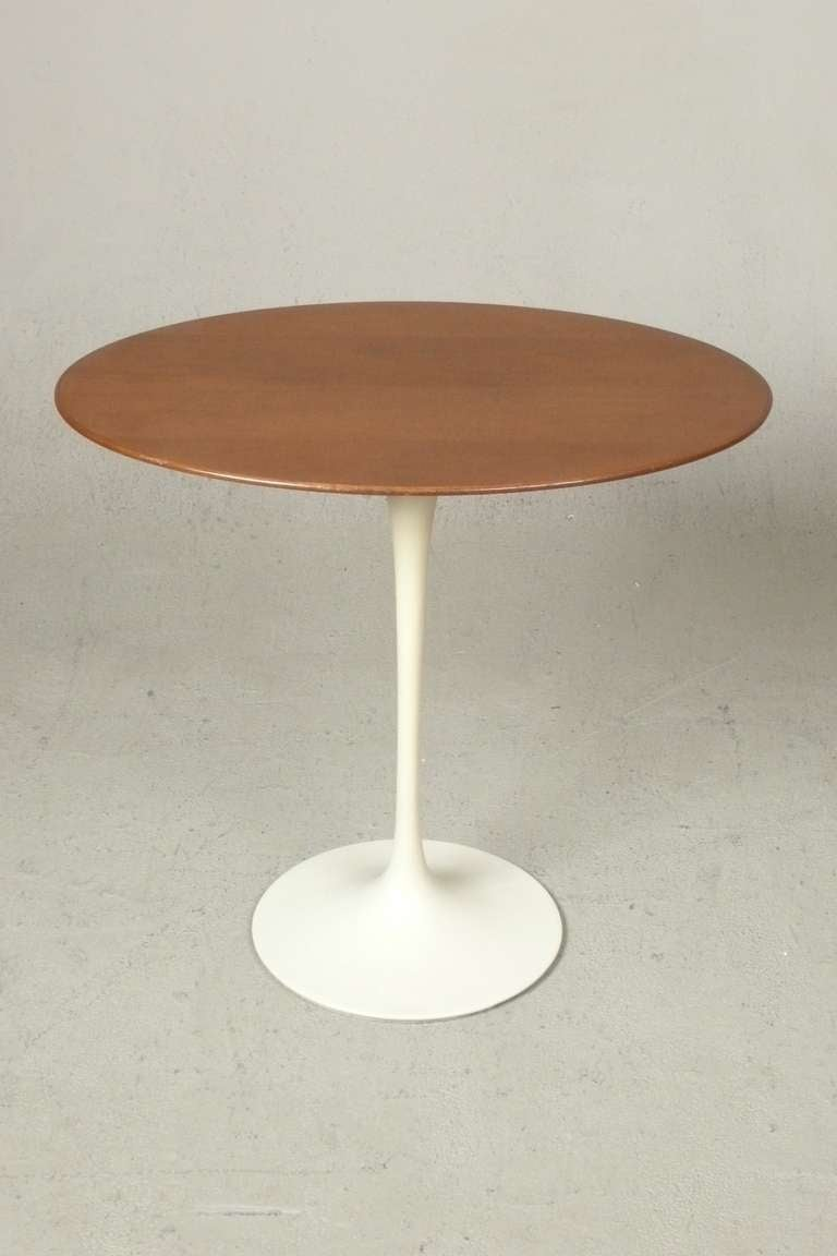 vintage eero saarinen oval walnut tulip side table for. Black Bedroom Furniture Sets. Home Design Ideas