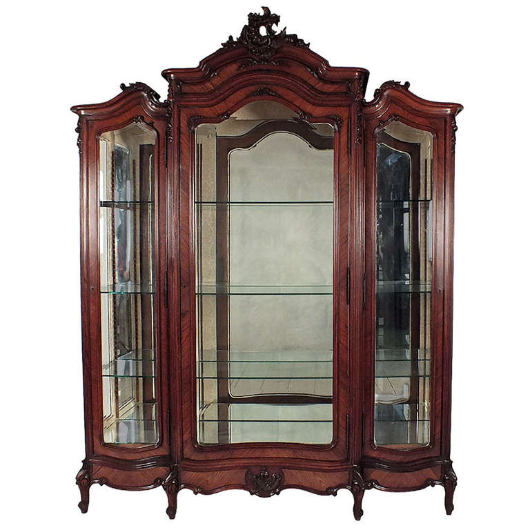 1900 39 s louis xv style three door display cabinet at 1stdibs for Armoire style japonais