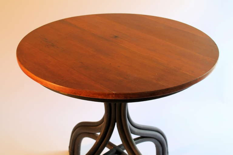 Circa 1900 thonet bentwood cafe table at 1stdibs for Table thonet