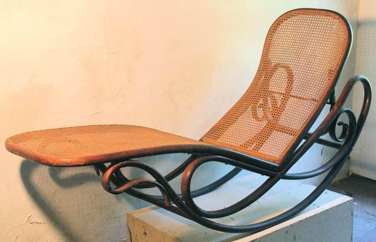 gebruder thonet bentwood rocking chaise lounge 7500 1880 1883 at 1stdibs. Black Bedroom Furniture Sets. Home Design Ideas