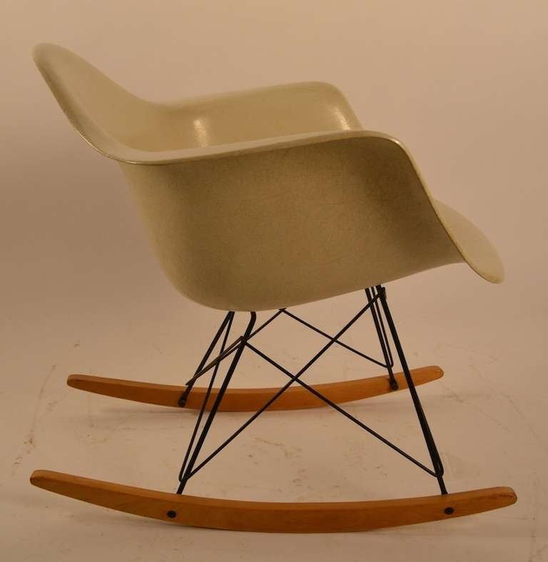 eames rar rocking chair for herman miller at 1stdibs. Black Bedroom Furniture Sets. Home Design Ideas