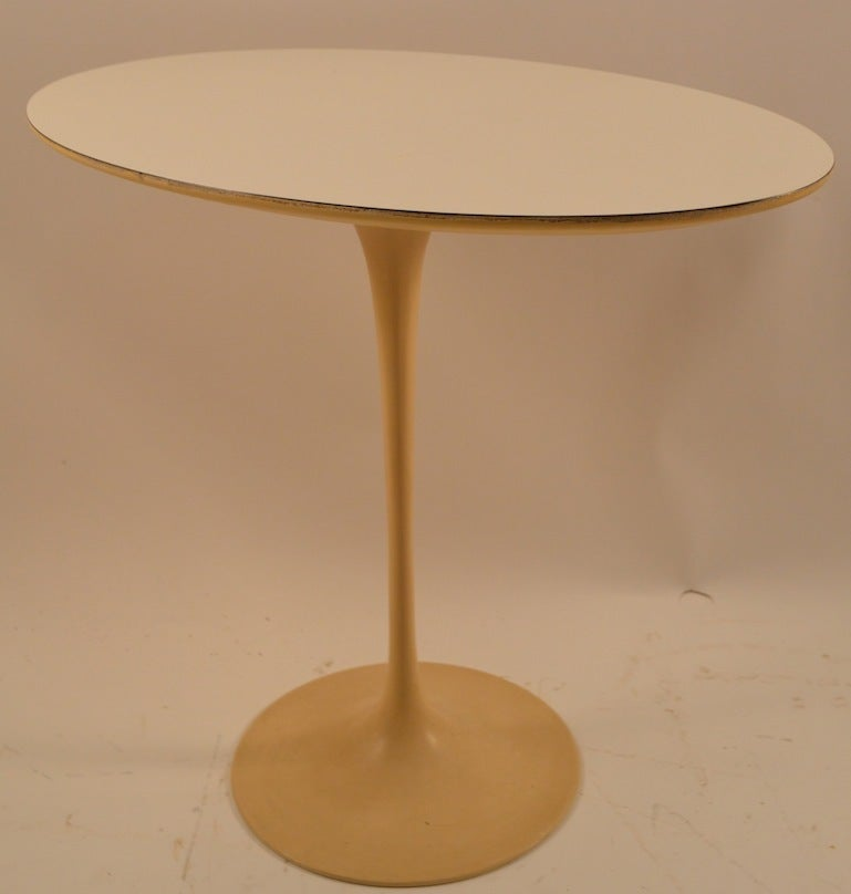 Saarinen for Knoll Tulip Table In Good Condition For Sale In New York, NY