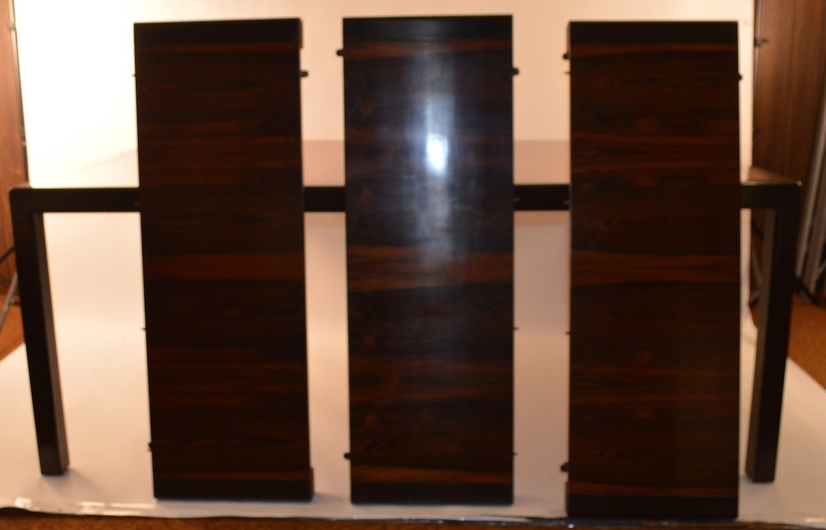 Elegant and Sleek Probber Rosewood  Dining Table with Three Leaves In Excellent Condition In New York, NY