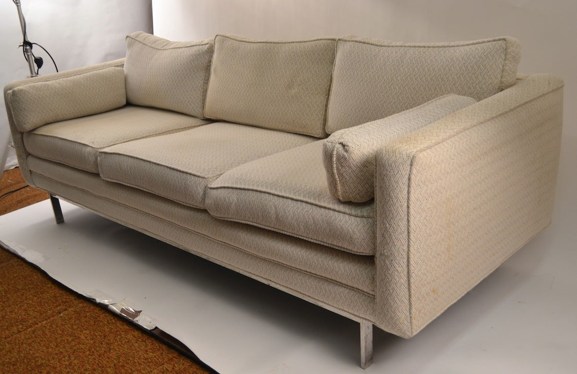 Classic Knoll Style Sofa At 1stdibs