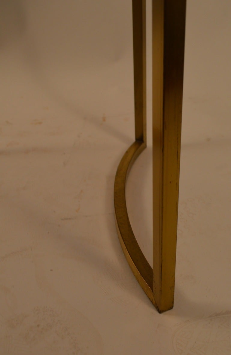 Elegant Squared Brass and White Glass Table In Good Condition For Sale In New York, NY