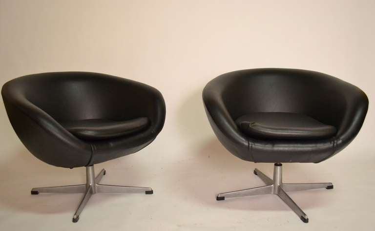 Captivating Nice Pair Of Overman Swedish 1960u0027s Pod Chairs, Both Swivel   Vinyl Pod  Sets Mounted