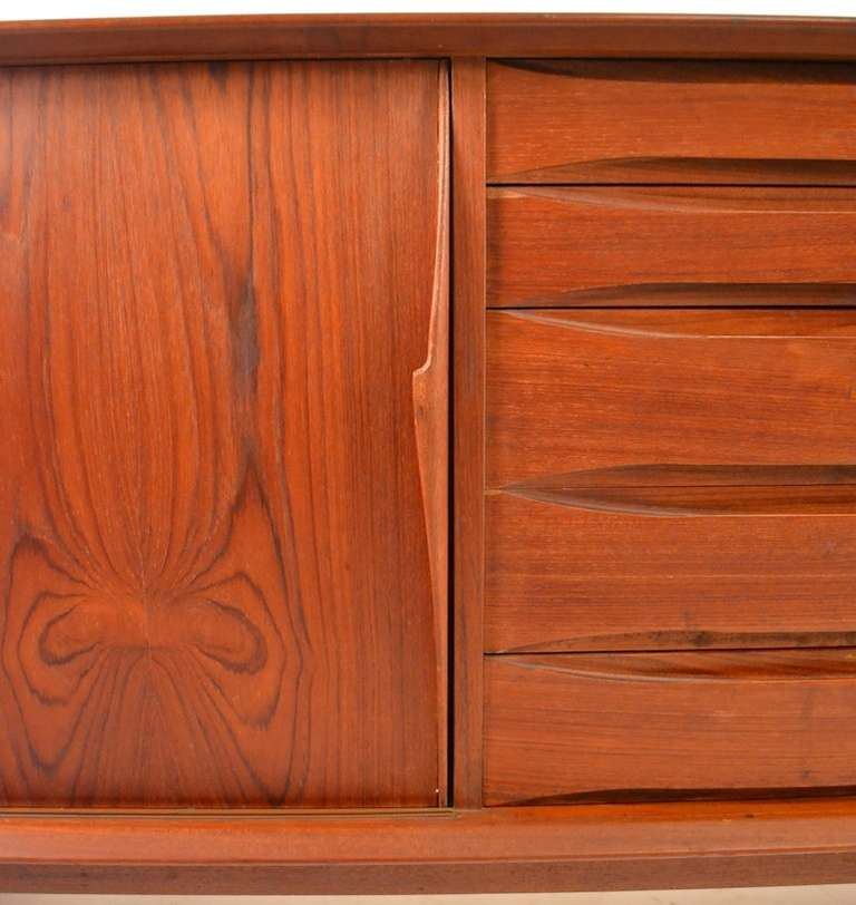 Extra Long Danish Modern Teak Credenza Server In Good Condition For Sale In New York, NY