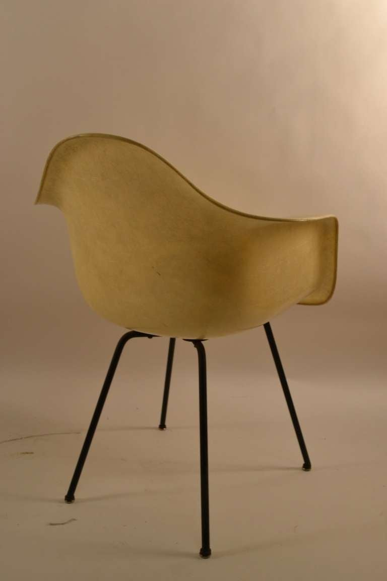 Early Eames Rope Edge Fiberglass Bucket Chair For Sale 3