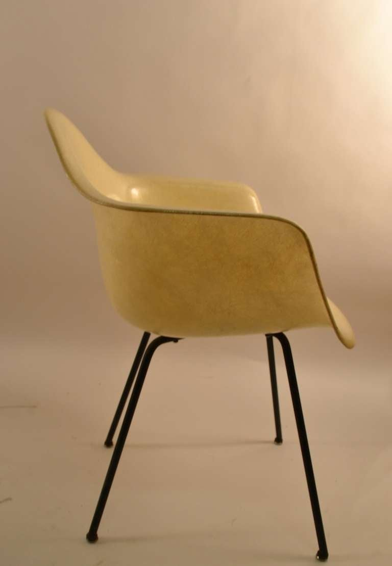 Early Eames Rope Edge Fiberglass Bucket Chair For Sale 2