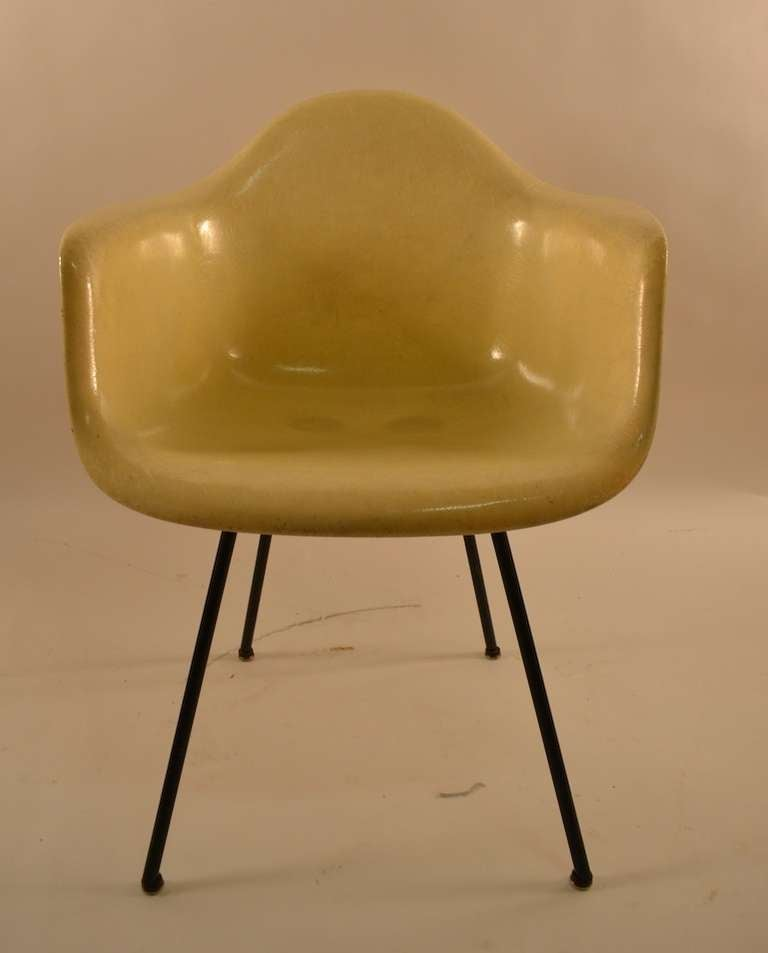 Early Eames Rope Edge Fiberglass Bucket Chair For Sale 4